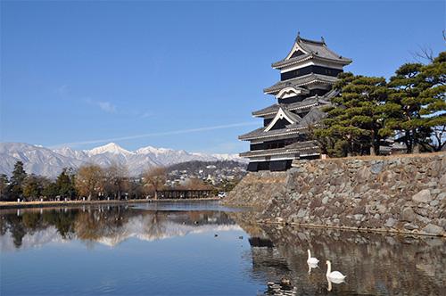 松本城 https://www.matsumoto-castle.jp/img/about/value/image04.jpg